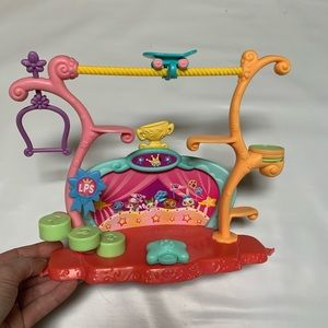Hasbro Littlest Pet Shop Tricks and Talents Show